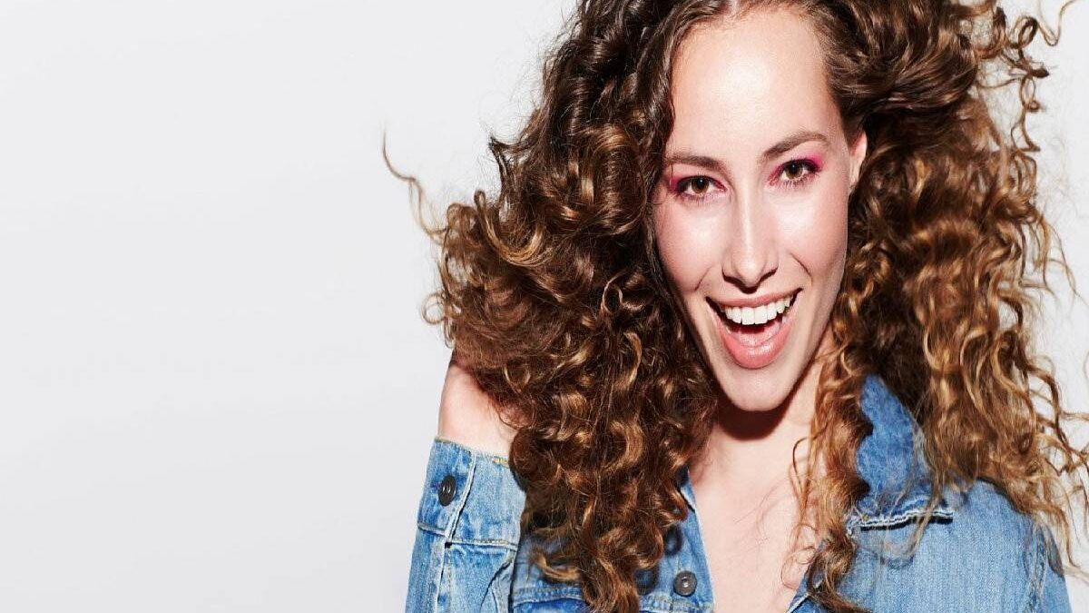 Curly Hairstyles – 5 Curly Hairstyles